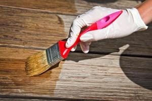 Czym lakierować podłogi?